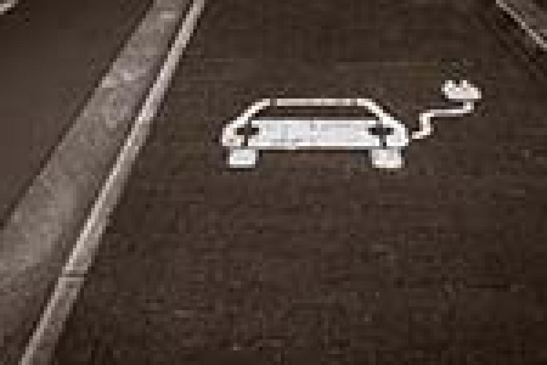AdobeStock_334210671_Seite-3_Fahrtenbuch-versus-Pauschalbesteuerung-bei-E-Autos